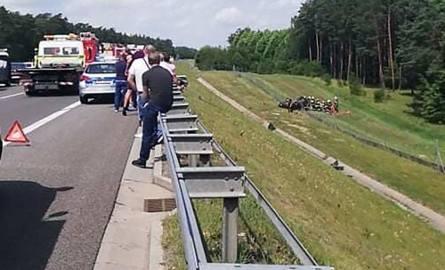 Do poważnego wypadku doszło w sobotę, 20 lipca, na S3 pod Gorzowem. Auto wypadło z drogi i dachowało. Na miejscu są służby ratunkowe.Do wypadku doszło