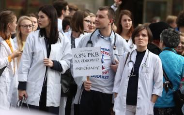 We Wrocławiu odbyły się już dwie manifestacje poparcia dla głodujących w stolicy rezydentów. W ubiegłą sobotę pod pręgierzem pojawili się rezydenci i