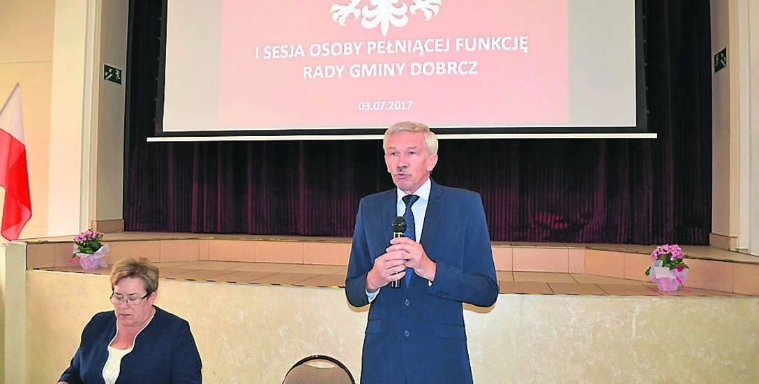 Komisarz Andrzej Berdych w poniedziałek sprawnie poprowadził obrady Rady Gminy Dobrcz