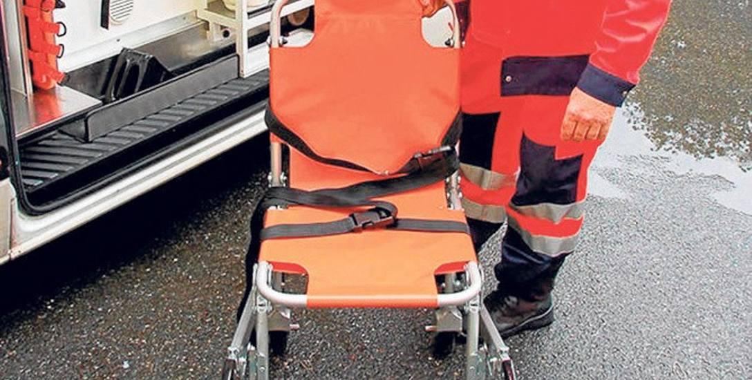 Krzesełka samojezdne wyposażone są w system płóz, dzięki którym ratownicy nie muszą dźwigać pacjenta  do ambulansu