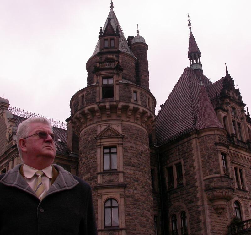 - Gmina nie ma nic przeciwko temu, żeby w zamku urządzić hotel, a centrum terapii nerwic przenieść ldo nowego pawilonu  - zapewnia wójt Kurpiela.  - I to nie gmina jest winna, że inwestycja się odwleka.