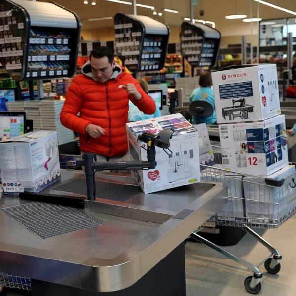 Lidl Polska przede wszystkim poszukuje obecnie ponad 600 pracowników sklepów oraz prawie 100 pracowników magazynów. Sieć oprócz najwyższych wynagrodzeń