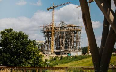 Wieża, która powstaje pod Kurzętnikiem ma 35 metrów wysokości. Aby się na nią dostać, będzie trzeba zrobić dwukilometrowy spacer po drewnianej ścieżce