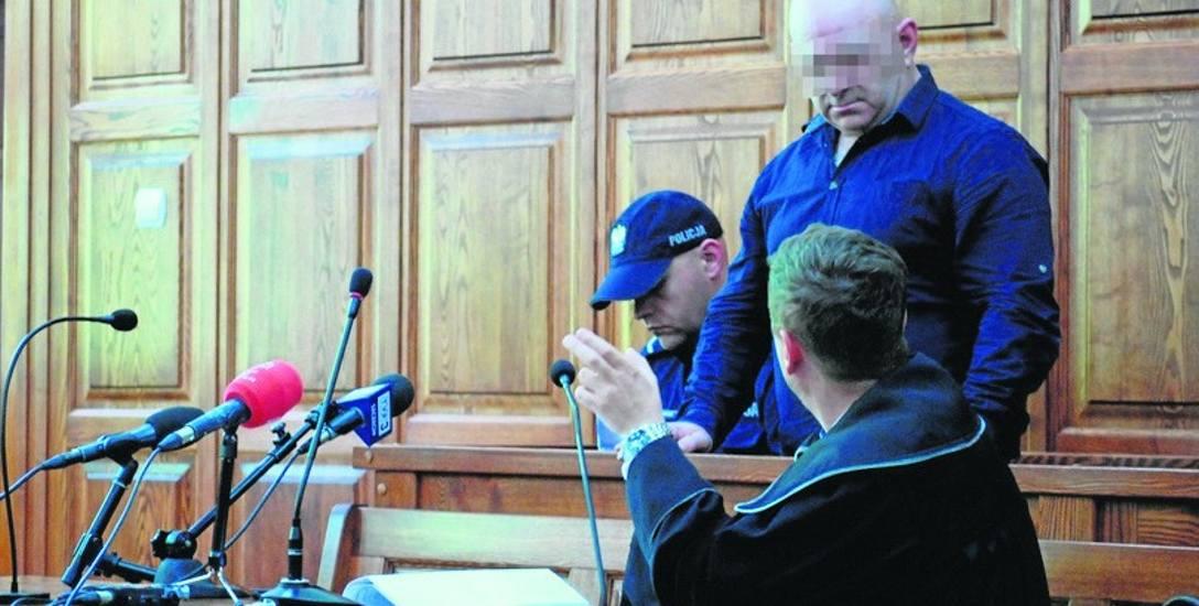 Za usiłowanie zabójstwa żony Wacławowi W. grozi kara od 8 lat więzienia do dożywocia. Oskarżony nie przyznał się do popełnienia zarzucanego czynu.