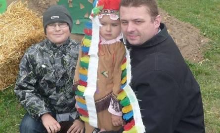 Piotr Sobczyk przebrał córkę Hanię i kuzyna Konrada Kowalskiego i przybył do Ballcity.