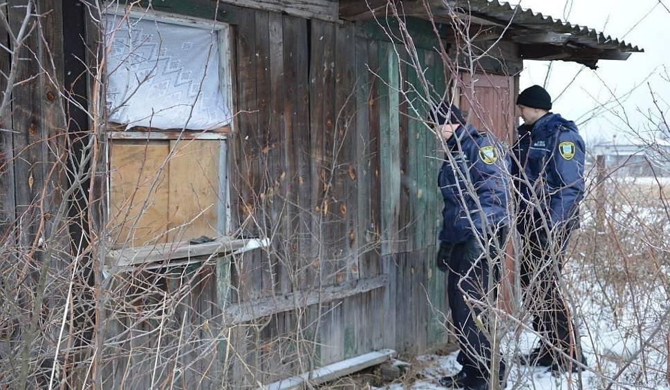 Film do artykułu: Zamarznięty mężczyzna w Ostrowcu. Znaleźli go strażnicy miejscy