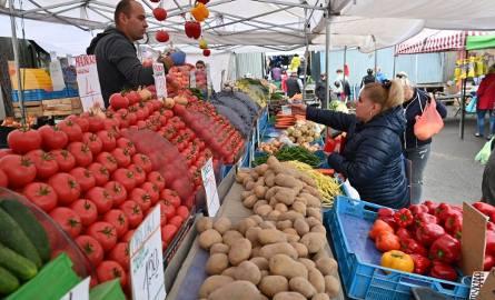 We wtorek tradycyjny dzień targowy jak zwykle na kieleckich bazarach było mnóstwo ludzi. Sprawdziliśmy ceny. Na podstawie obserwacji z wielu tygodni