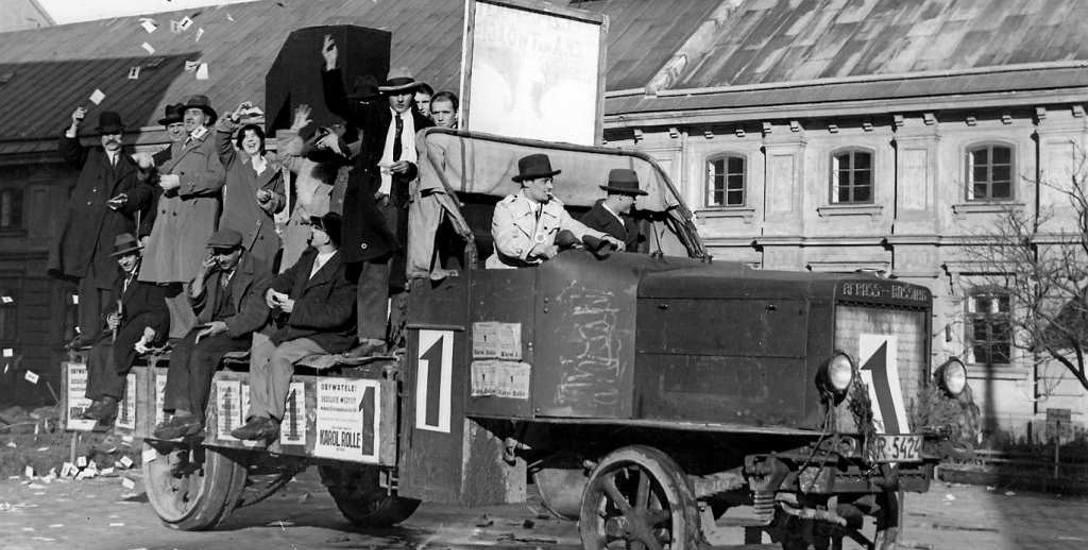Wybory do senatu w 1930 r. w Krakowie, samochód agitacyjny BBWR. Lista Bloku nieprzypadkowo nosiła numer 1
