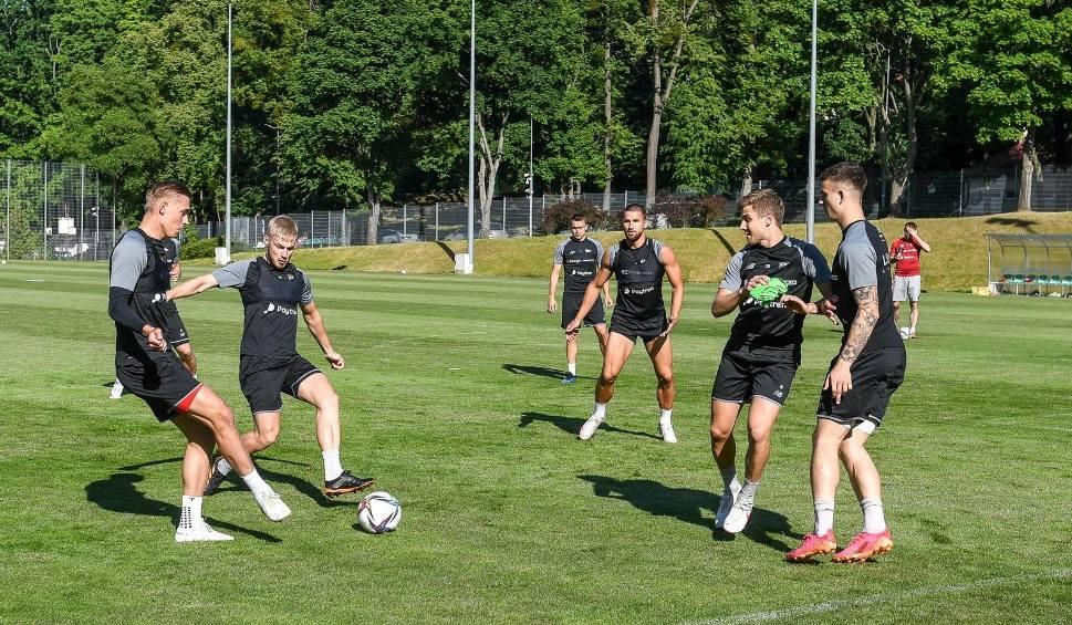 Film do artykułu: Lechia Gdańsk nie potrafiła strzelić gola drugoligowej Chojniczance. Biało-zieloni zawiedli w kolejnym sparingu