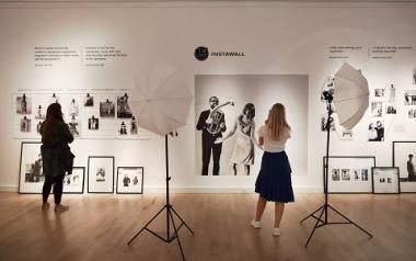 """Barbara Hoff -  ikona, dyktatorka mody, kobieta instytucja. Wystawa z cyklu """"Polskie Projekty Polscy Projektanci"""" w Muzeum Miasta Gdyni"""