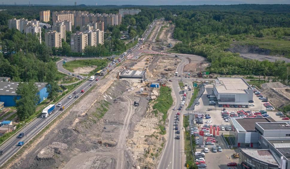 Film do artykułu: Katowice. Przebudowa węzła Pszczyńska na DK 86/81 prawie na półmetku. Inwestycja wygląda spektakularnie, ale korki są olbrzymie ZDJĘCIA
