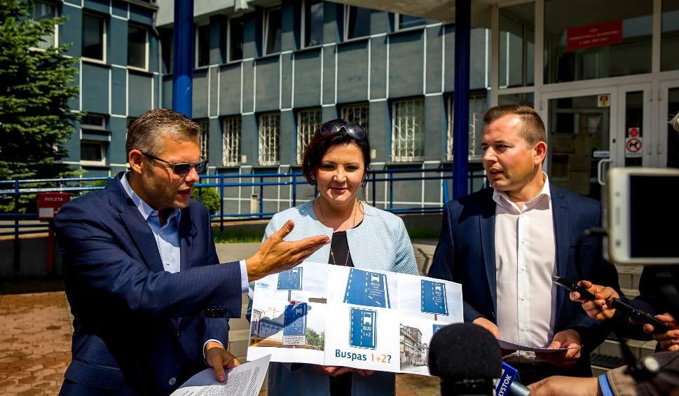 Film do artykułu: Buspasy w Białymstoku dla taksówek, karetek, motocykli. Tego chcą radni PiS (zdjęcia, wideo)