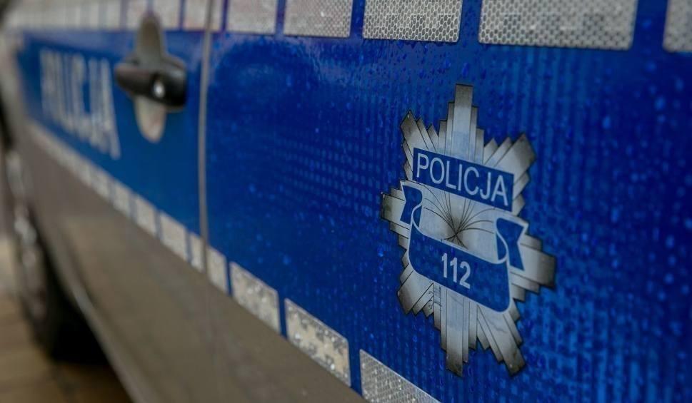 Film do artykułu: Gmina Zwoleń. Rażące przekroczenie prędkości w Strykowicach Górnych. Policjanci zatrzymali prawo jazdy Ukraińcowi, kierującemu land roverem