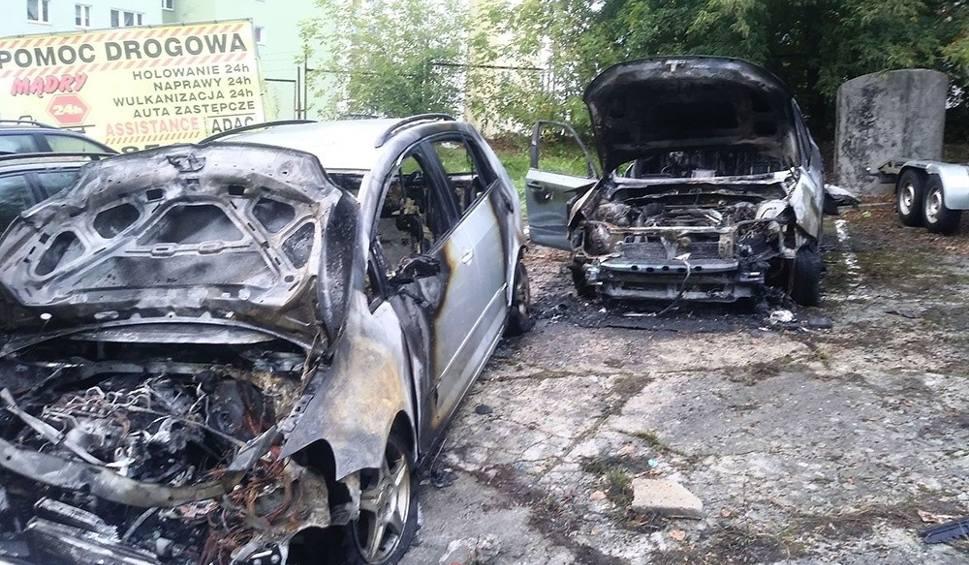 Film do artykułu: GORZÓW WLKP. Ogromny pożar na parkingu pomocy drogowej przy ul. Gwiaździstej. Zniszczonych kilkanaście samochodów. To było podpalenie?