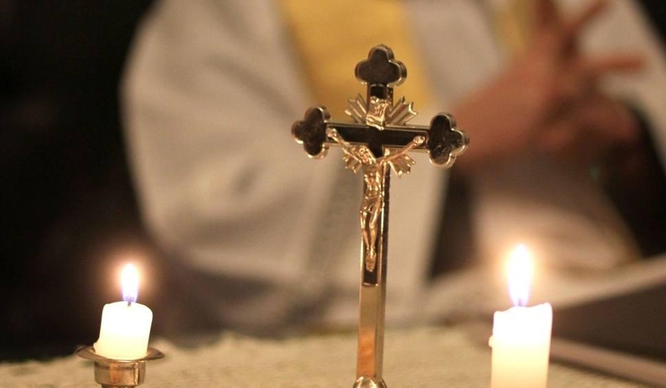 Film do artykułu: Ile dać księdzu po kolędzie, jak przygotować się do wizyty duszpasterskiej?
