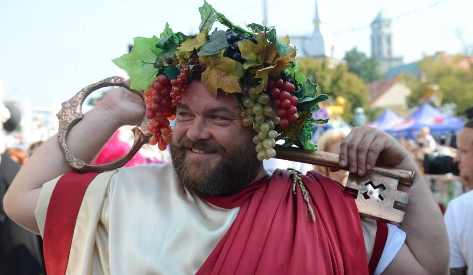 Film do artykułu: Winobranie 2020 w Zielonej Górze. Program winobrania, niedziela, 6 września 2020 (6.09.2020)