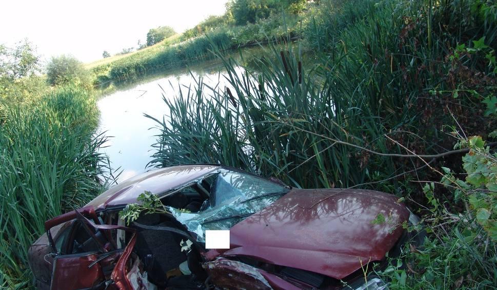 Film do artykułu: Wjechał autem do stawu. 19-latek miał pół promila alkoholu w organizmie!