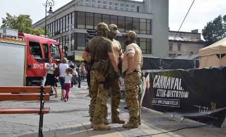 Alarm bombowy na Krakowskim Przedmieściu w Lublinie (ZDJĘCIA, WIDEO)
