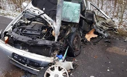 W miejscowości Skupowo na drodze Nowosady - Narewka (powiat hajnowski) doszło do groźnie wyglądającego wypadku. Volkswagen polo zderzył się tam z autobusem.