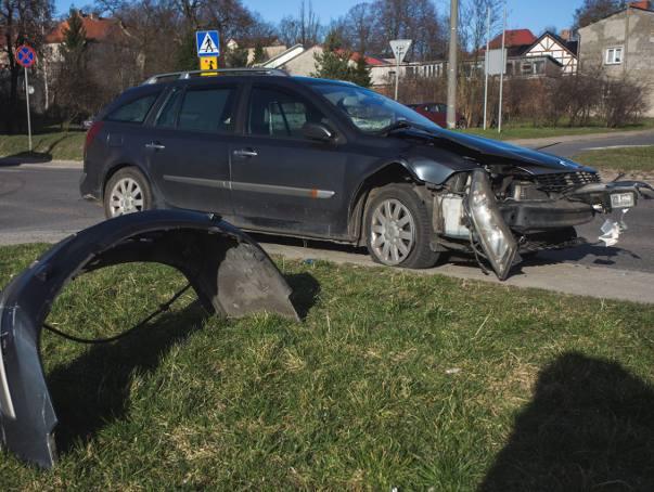 We wtorek (19.03) kilka minut po godz. 16 doszło do kolizji na skrzyżowaniu ulic Sierpinka i Dąbrówki w Słupsku. Dokładne przyczyny zdarzenia będzie