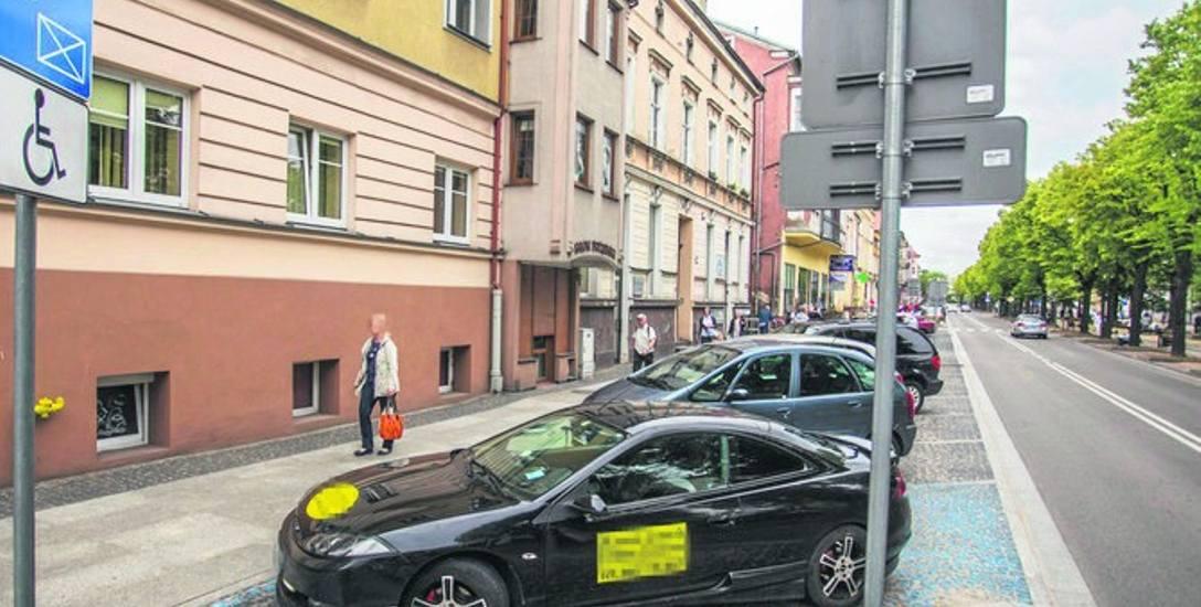 Nie ma limitu czasu parkowania na niebieskiej kopercie