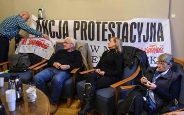 Pracownicy Miejskiego Ośrodka Pomocy Rodzinie w Poznaniu są rozgoryczeni i czują się oszukani przez prezydenta miasta.
