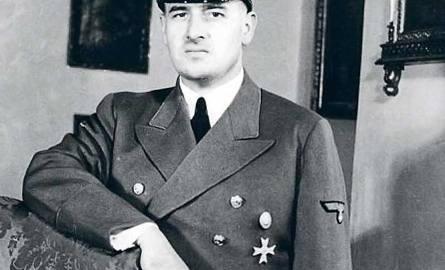 Hans Frank - generalny gubernator okupowanych ziem polskich, który zamieszkał na Wawelu. Jego pojawienie się na mieście wzbudzało panikę. Był przecież