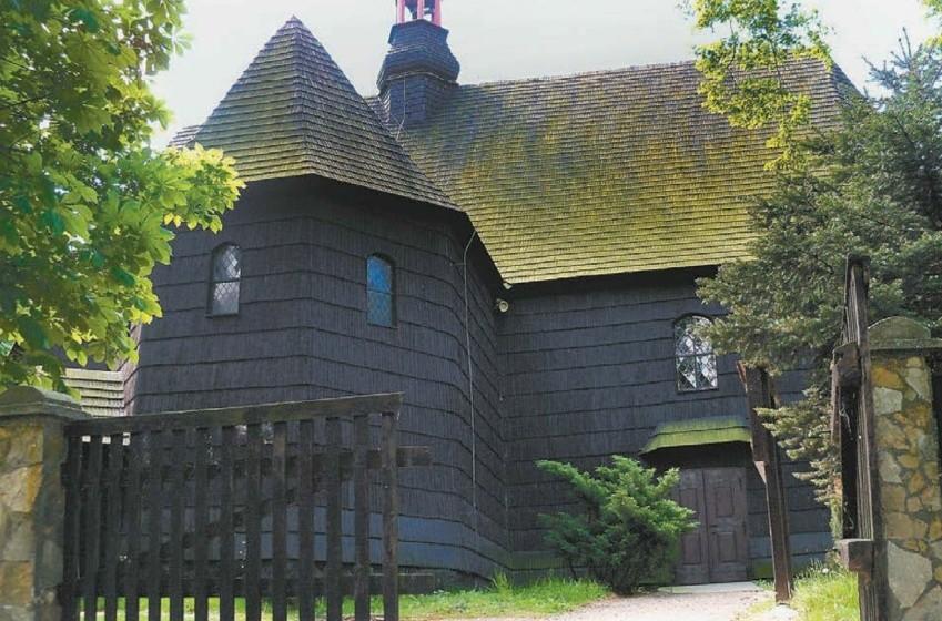 Drewniany gontowy kościółek św. Bryksego z 1660 roku ufundował Marcin Wolg.