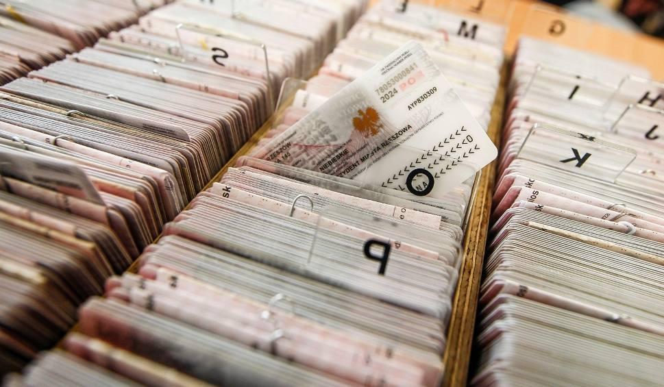 Film do artykułu: E- dowód posiada ponad 4,7 mln Polaków. Kto musi wymienić dokument?