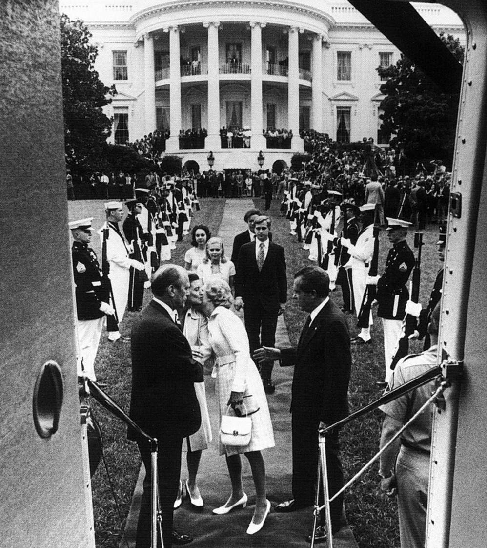 Nixon opuszcza Biały Dom. 9 sierpnia 1974.