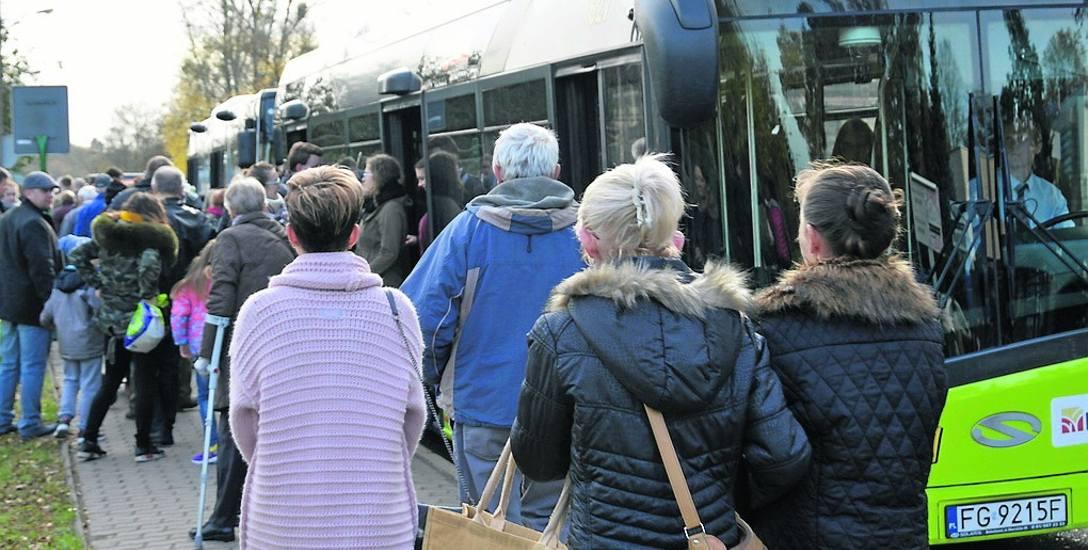 Tłumy pasażerów MZK ostatnio miał we Wszystkich Świętych. Ale wtedy jeździło się za darmo