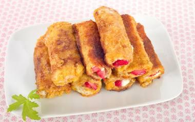 Jeśli lubimy naleśniki, ale nie mamy czasu na przygotowanie naleśnikowego ciasta, na ratunek przyjdzie nam właśnie chleb tostowy.