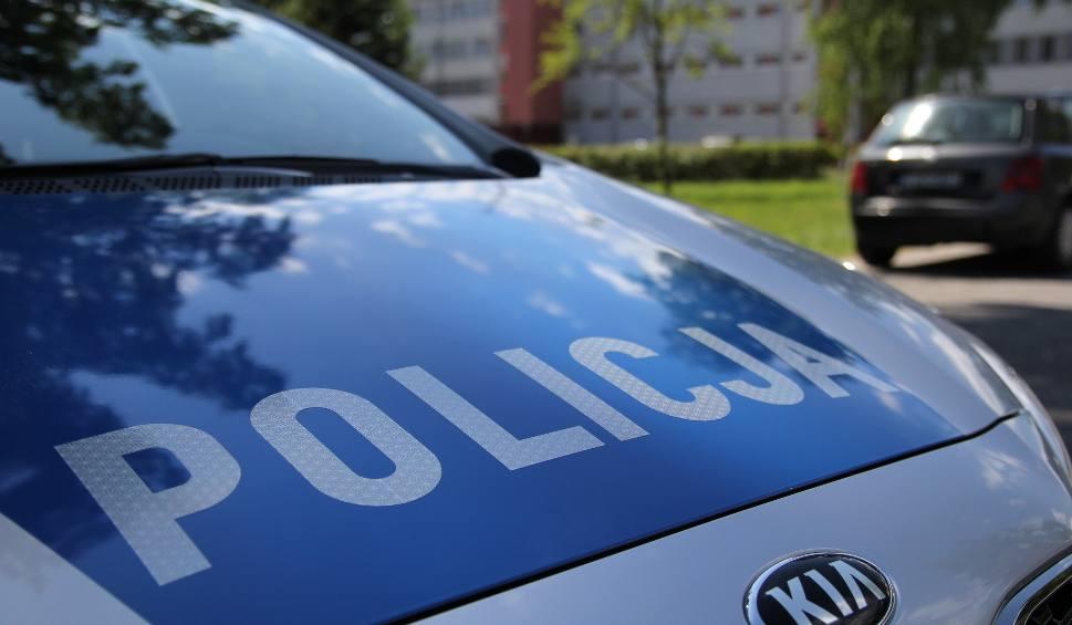 Film do artykułu: Nieszczęście w środku nocy w Kielcach. Kierowca w ostatniej chwili zauważył leżącego na ulicy człowieka