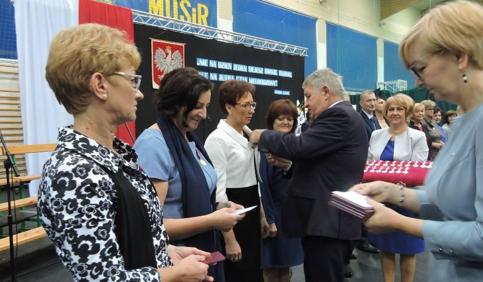 Film do artykułu: Ostrów Mazowiecka. Dzień Edukacji Narodowej: odznaczenia i nagrody dla najlepszych z subregionu [ZDJĘCIA, WIDEO]