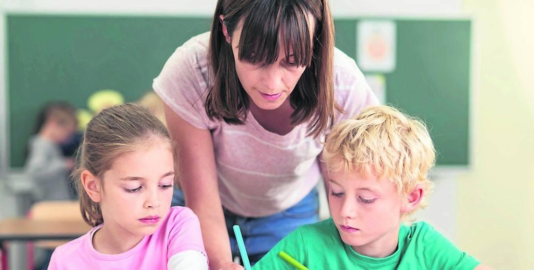 Nauczyciele mają zarabiać o 400-548 złotych więcej. Ta kwota ma obowiązywać od 1 września, po podwyżkach MEN