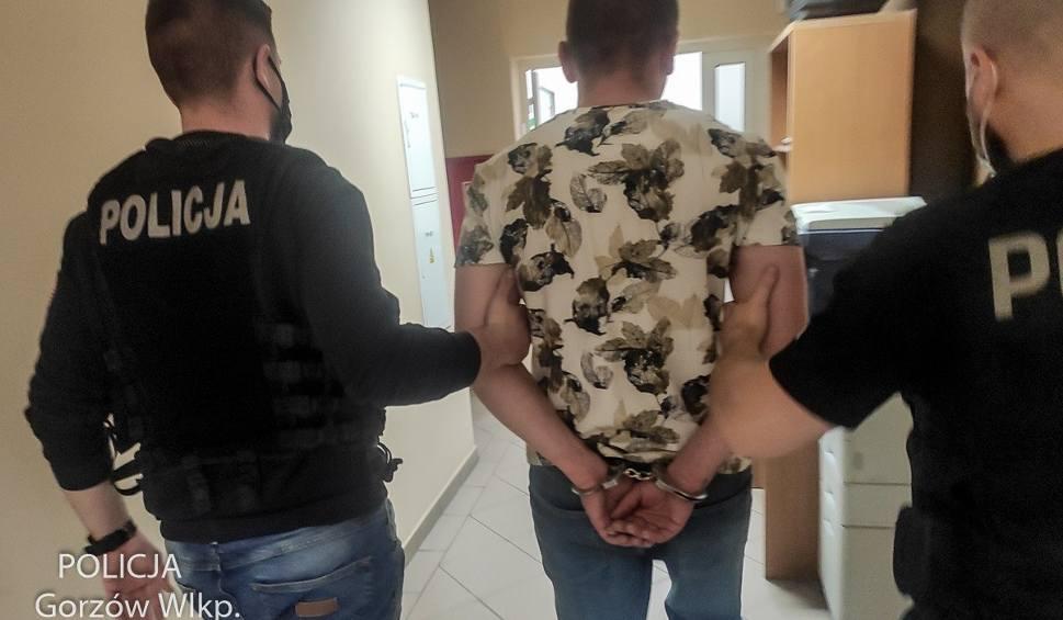 Film do artykułu: Kradzież w Gorzowie Wielkopolskim. Byli pijani i... ukradli alkohol ze sklepu. Na dodatek szarpali ekspedientkę