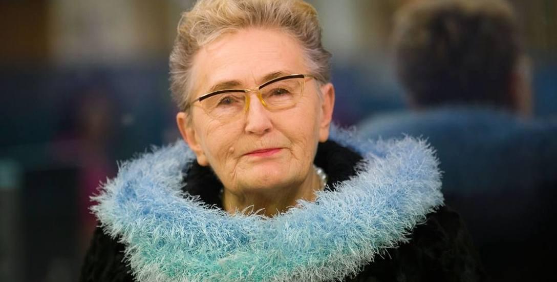 Stanisława Korolkiewicz (z mikrofonem) chciała, by miasto zrezygnowało, jak stwierdziła, z łgarskiego logo