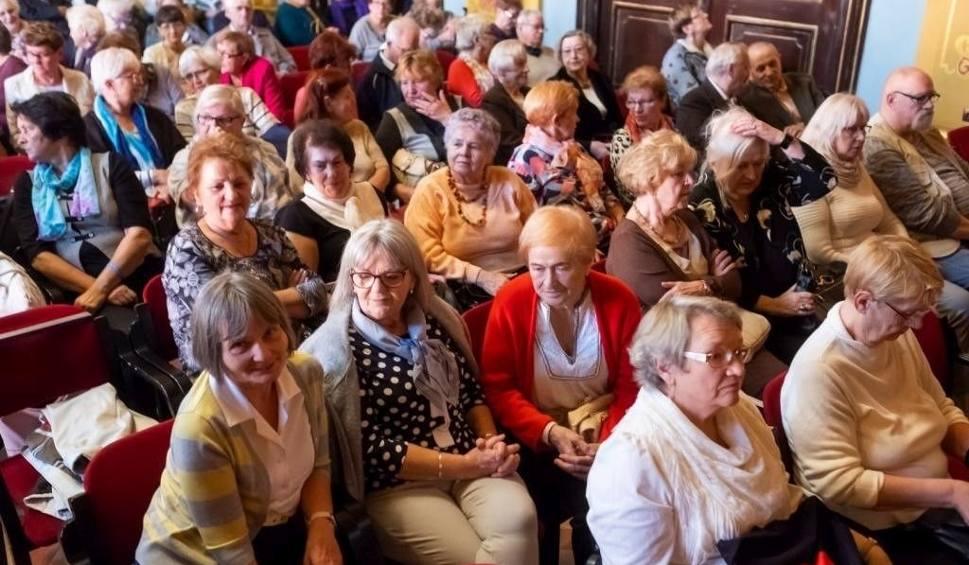 Film do artykułu: Kardiobus w Stalowej Woli to okazja przebadania serca przez seniorów
