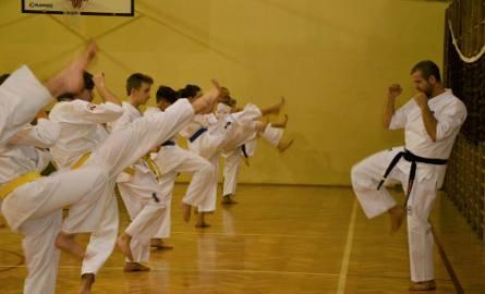 Tak trenują karatecy z Żor. Zobaczcie ile osób zaraziło się pasją do sztuk walki! ZDJĘCIA