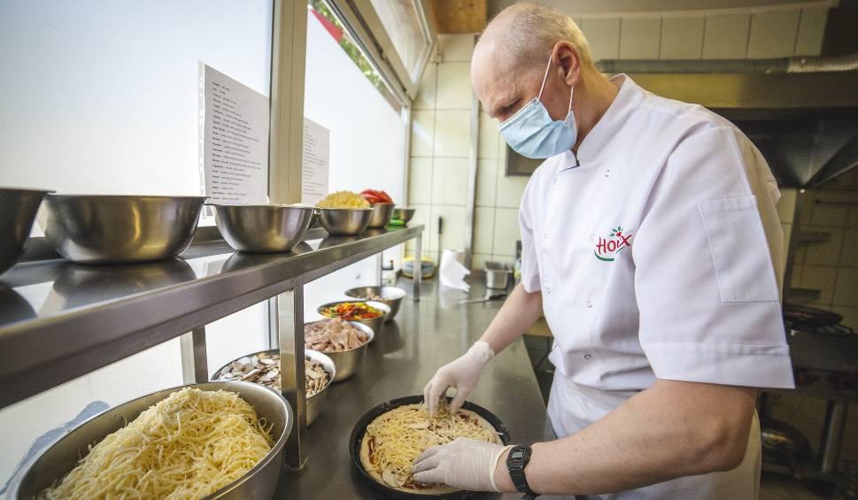 Film do artykułu: Restauracja Pod Kasztanem w Słupsku. Dzięki rozwinięciu dowozu udało im się przetrwać najgorszy czas