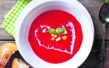 Ostra zupa z pomidorów i paprykiZupę możemy serwować z grzankami z pełnoziarnistego pieczywaSkładniki:1/2 kg czerwonej papryki1 kartonik pomidorów krojonych