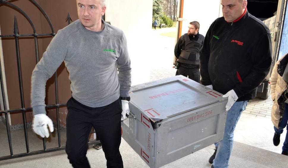"""Film do artykułu: Ochrona nie spuszczała go z oka: """"Pan Tadeusz"""" przyjechał do Dzikowa!"""