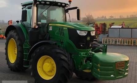Ciągnik rolniczy John Deere 6215R. Rok produkcji 2018. Silnik 6-cio cylindrowy o pojemności 6,8 litra i o mocy 215 KM. Przednia oś MFWD- TLS. Opony Micheline: