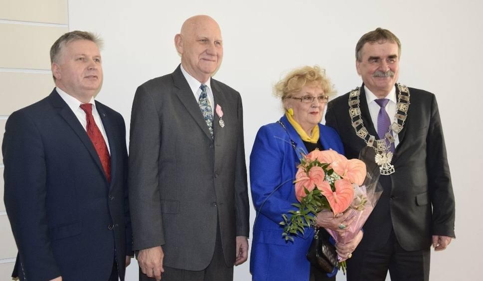 Film do artykułu: Razem przez pół wieku. Pary małżeńskie z Kielc otrzymały medale