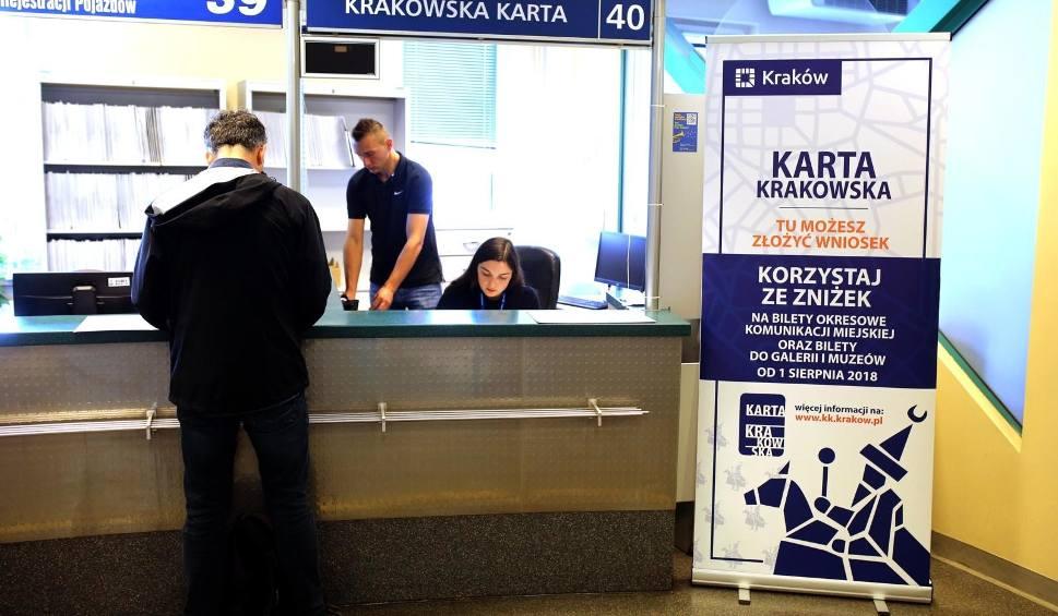Film do artykułu: Kraków. Wydano niemal 25 tysięcy Kart Krakowskich. 55 tysięcy mieszkańców wciąż czeka
