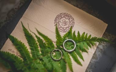 Zaproszenia ślubne: piękne i oryginalne wzory do pobrania i wpisania własnego tekstu. Co powinno zawierać zaproszenie ślubne? Co to RSVP?