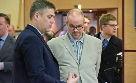 Na zdjęciu z 20 lutego 2016 roku Rafał Kosno podczas sesji rozmawia z wiceprezydentem Adamem Polińskim