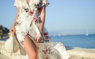 Przejdź dalej i sprawdź jakie sukienki na lato są mode w tym sezonie >>>
