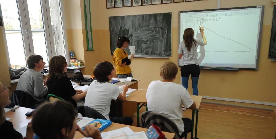 Dzięki stopniowej informatyzacji województwa, do niemal wszystkich szkół podstawowych w regionie trafiło w sumie 4,5 tysiąca tablic interaktywnych.
