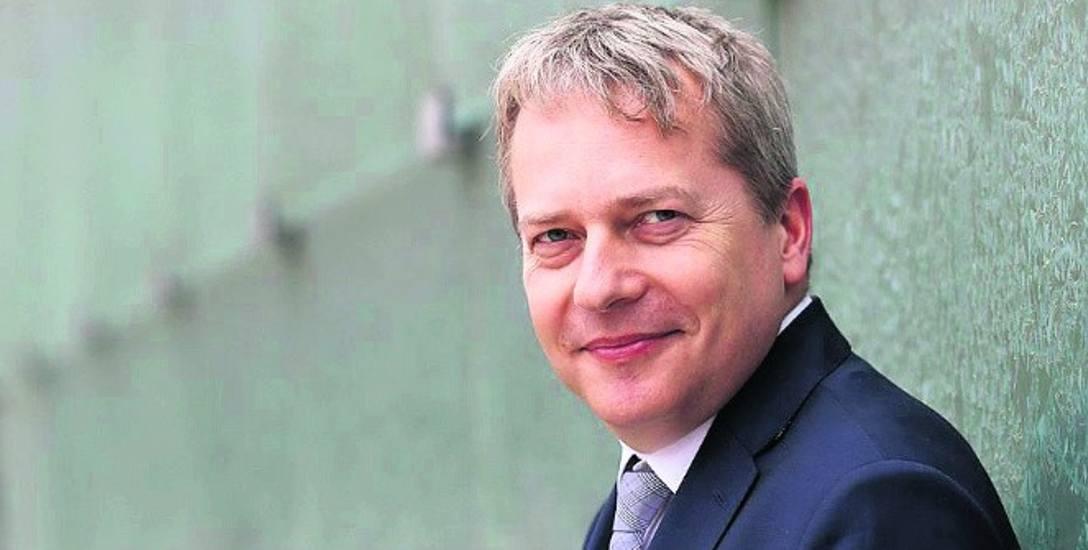Wojciech Saługa w latach 2014-2018 był marszałkiem województwa śląskiego. Obecnie zasiada w sejmiku śląskim, ale ma nadzieję, że za kilka tygodni zasiądzie